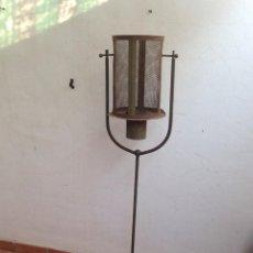 Antigüedades: EXCEPCIONAL ANTIGUO FAROL HIERRO CANDELABRO, ANTORCHA L JARDIN CASA RURAL DECORACION LAMPARA VELA. Lote 137714470
