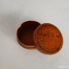 Antigüedades: FARMACIA OSUNA // ANTIGUO PASTILLERO CAJITA DE PIEL PARA PASTILLAS PP. SIGLO XX // SEVILLA. Lote 144025016