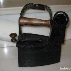 Antigüedades: ANTIGUA PLANCHA DE CARBÓN. TAL CUAL FOTOS.. Lote 137877726