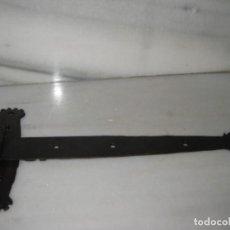 Antigüedades: ANTIGUA BISAGRA DE FORJA. Lote 137898994