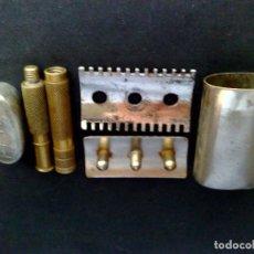 Antigüedades: ANTIGUA MAQUINILLA DE AFEITAR,MARCA FENIX,EN SU ESTUCHE METALICO ORIGINAL (DESCRIPCIÓN). Lote 115542119