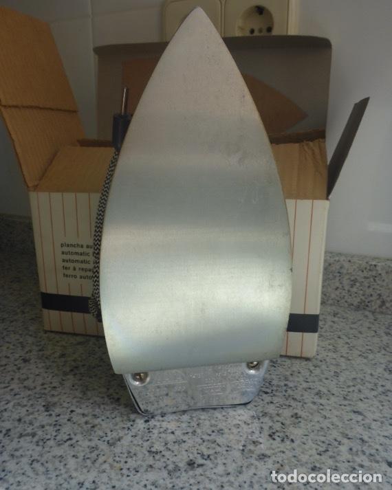 Antigüedades: Plancha Jata 556 Bi Tensión (220/120) con caja. Vintage Años 60. Impecable. - Foto 11 - 137106434