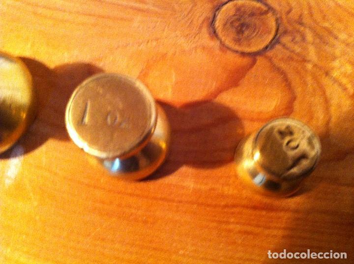 Antigüedades: RARA BALANZA VICTORIANA CON SUS 6 SINGULARES PESAS CON 20x11cm (BP34) - Foto 6 - 138071350