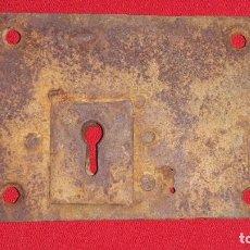 Antigüedades: ANTIGUA CERRADURA DE HIERRO SIGLO XIX. Lote 138160606