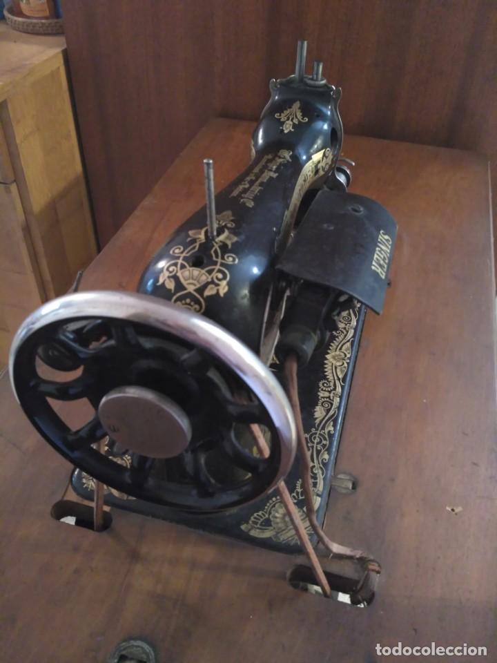Antigüedades: Máquina de coser Singer - Foto 3 - 138633198