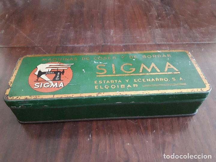 Antigüedades: Caja Metálica Sigma Máquinas de Coser y de Bordar. El Goibar - Foto 2 - 138794126
