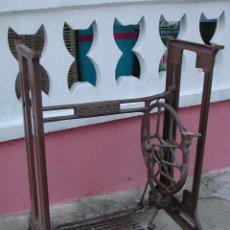 Antigüedades: PIE DE MÁQUINA DE COSER SINGER. Lote 139004242