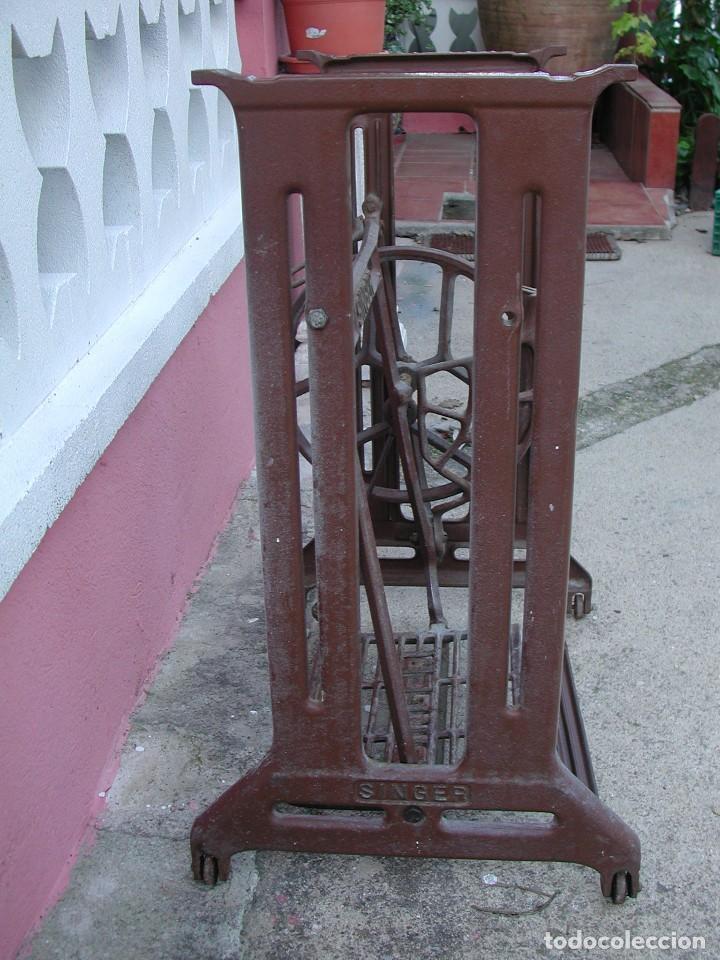 Antigüedades: Pie de máquina de coser Singer - Foto 4 - 139004242
