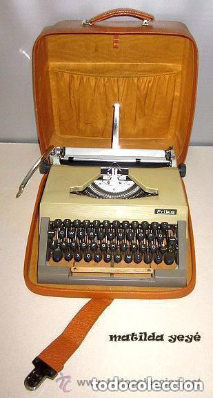 MÁQUINA DE ESCRIBIR ERIKA TONOS VERDOSOS MADE IN GERMANY CON FUNDA ORIGINAL (Antigüedades - Técnicas - Máquinas de Escribir Antiguas - Erika)