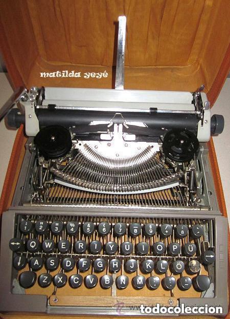 Antigüedades: Máquina de escribir Erika Tonos verdosos Made in Germany con funda original - Foto 4 - 139046242