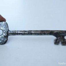 Antigüedades: M011.- ANTIGUA LLAVE DE FORJA. MIDE 18 CM.. Lote 139077762