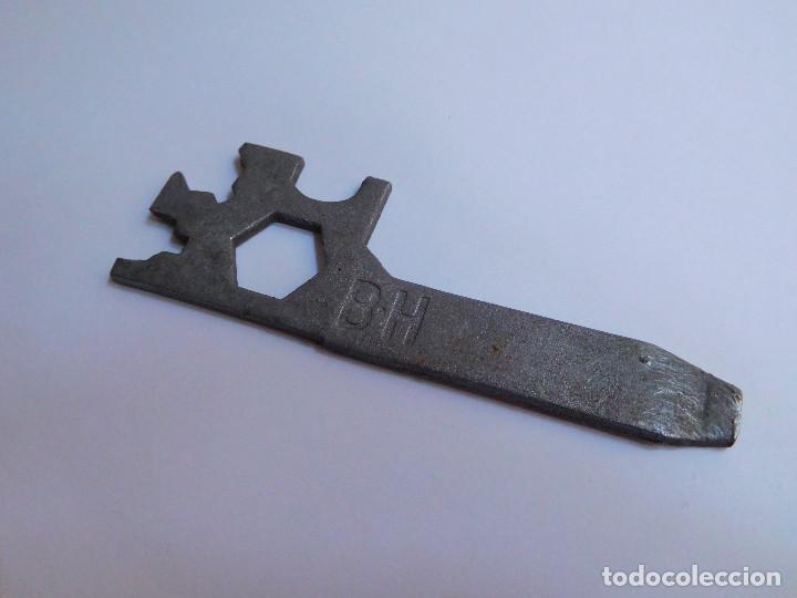 LLAVE REPARACION RUEDA BICICLETA BH ORIGINAL AÑOS 70 - BUEN ESTADO (Antigüedades - Técnicas - Herramientas Profesionales - Mecánica)
