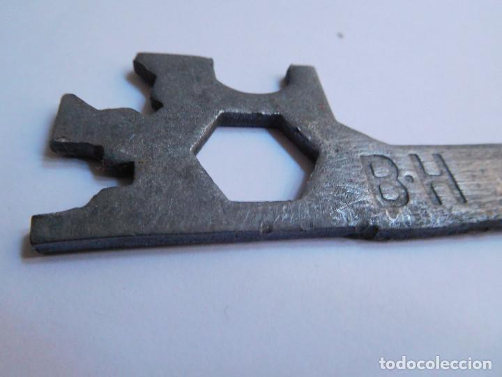 Antigüedades: LLAVE REPARACION RUEDA BICICLETA BH ORIGINAL AÑOS 70 - BUEN ESTADO - Foto 8 - 139208286