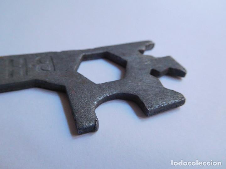 Antigüedades: LLAVE REPARACION RUEDA BICICLETA BH ORIGINAL AÑOS 70 - BUEN ESTADO - Foto 9 - 139208286