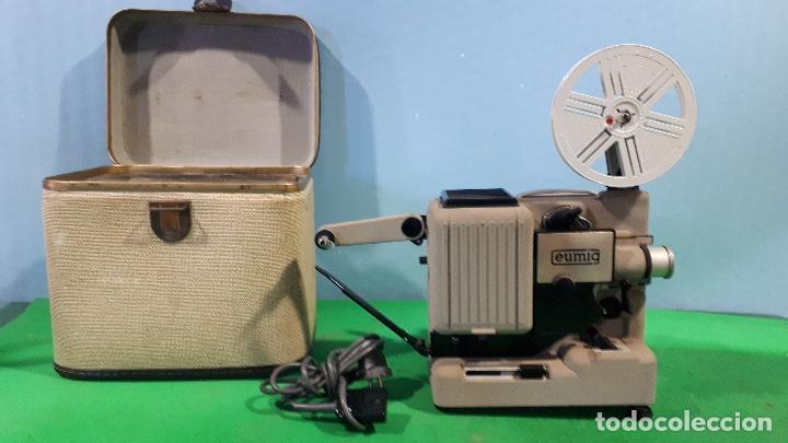PROYECTOR DE CINE EUMIG-AÑOS 60- 8 N/N-FUNCIONA PERFECTAMENTE (Antigüedades - Técnicas - Aparatos de Cine Antiguo - Proyectores Antiguos)