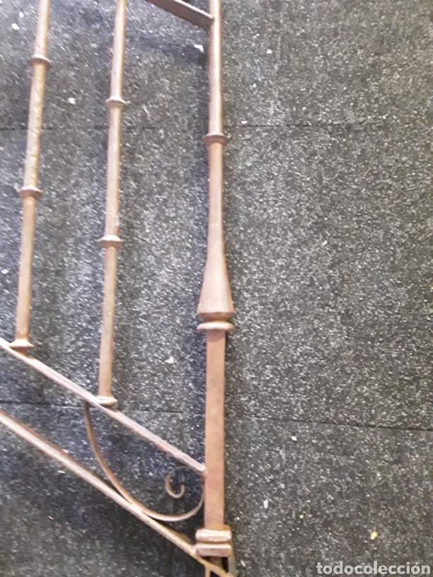 Antigüedades: Antiguo par de arranques de escalera en forja - Foto 2 - 139283221