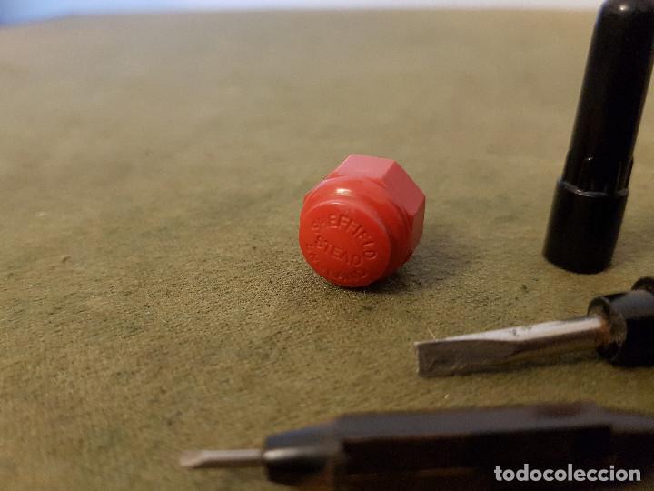Antigüedades: Antiguo destornillador de bolsillo de 3 bocas ¨STEAD´ baquelita y hierro. - Foto 6 - 139308630
