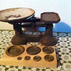 Antigüedades: PRECIOSA BALANZA INGLESA FUERZA 7LB CON SUS 7 PESAS DE BRONCE (BI 04+PW19). Lote 139319470