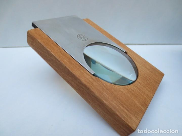 LUPA DE SOBREMESA DISEÑADA POR PRUDENCI SANCHEZ PARA BANCO SABADELL EN PLATA Y MADERA. (Antigüedades - Técnicas - Instrumentos Ópticos - Lupas Antiguas)
