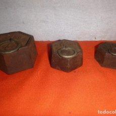 Antigüedades: MEDIDAS DE PESO LOTE, TRES PESAS, 1 K. 1/5 Y 1/4 KILO. Lote 139336966