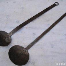 Antigüedades: LOTE DE DOS CUCHARONES ANTIGUOS EN HIERRO FORJADO.. Lote 139474714