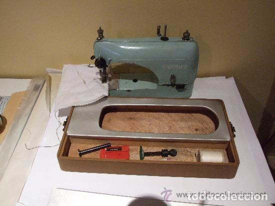Antigüedades: MAQUINA DE COSER PORTATIL COLIBRI 1960 - Foto 2 - 139517682