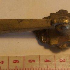 Antigüedades: TIRADOR DE MUEBLE 9 CM. Lote 139595850