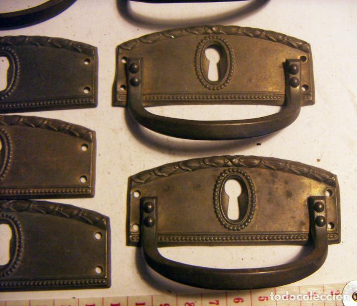 Antigüedades: Conjunto de 9 Tiradores de mueble con boca llave - Foto 2 - 139596802