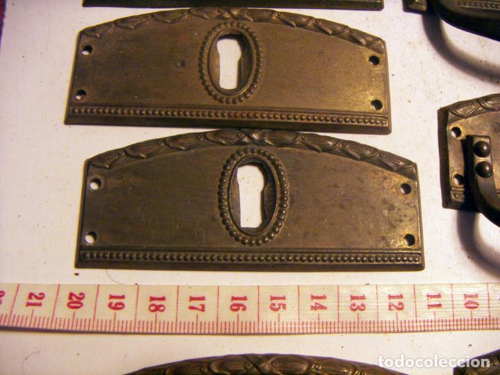Antigüedades: Conjunto de 9 Tiradores de mueble con boca llave - Foto 3 - 139596802