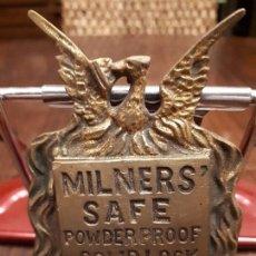 Antigüedades: CERRADURA BRONCE CAJA FUERTE MILNERS SAFE, LIVERPOOL LONDON. METAL EN RELIEVE.. Lote 117392595