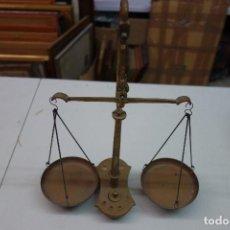 Antigüedades: BALANZA DE FARMACIA HECHA EN BRONCE DEL SIGLO XIX. Lote 139880878
