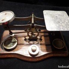 Antigüedades: ANTIGUA BALANZA CON PESAS. Lote 139927402
