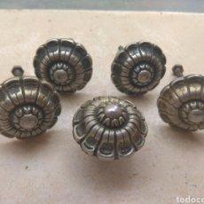Antigüedades: LOTE DE 5 TIRADORES ANTIGUOS PUERTA - ARMARIO. Lote 139972066