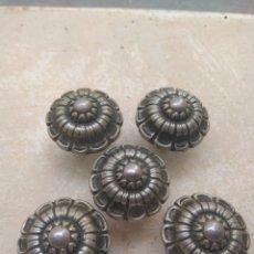 Antigüedades: LOTE DE 5 TIRADORES ANTIGUOS PUERTA - ARMARIO. Lote 139972128
