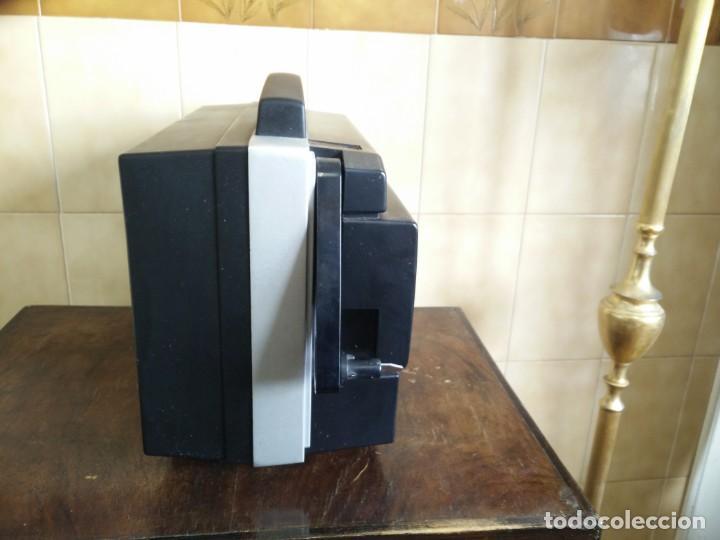 Antigüedades: Antiguo proyector super 8 CHINON SOUND 8500 Decoracion retro vintage - Foto 10 - 139974126