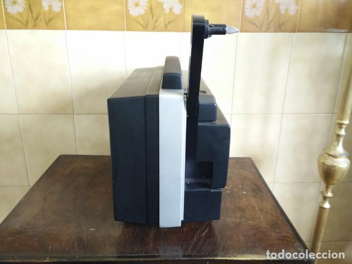 Antigüedades: Antiguo proyector super 8 CHINON SOUND 8500 Decoracion retro vintage - Foto 11 - 139974126