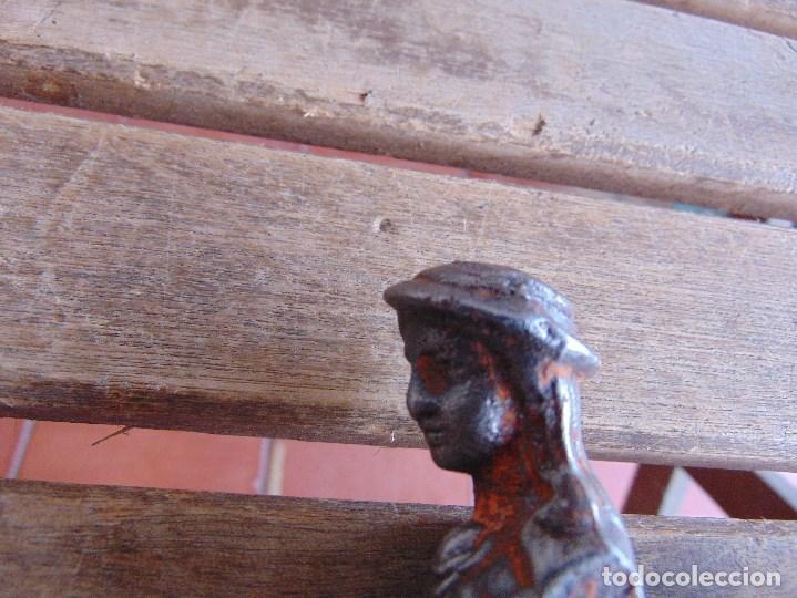 Antigüedades: PESTILLO SEGURIDAD PARTE TRASERA PUERTA DE ENTRADA CON FORMA DE MUJER MARCADA C. F. Y ANCLA - Foto 5 - 139993902