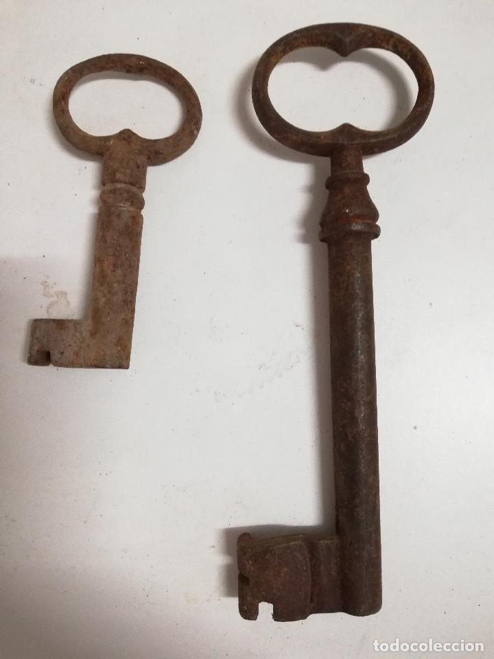 Antigüedades: Lote de dos antiguas llaves de forja de cañon hueco. S.XVIII-XIX - Foto 6 - 140012662