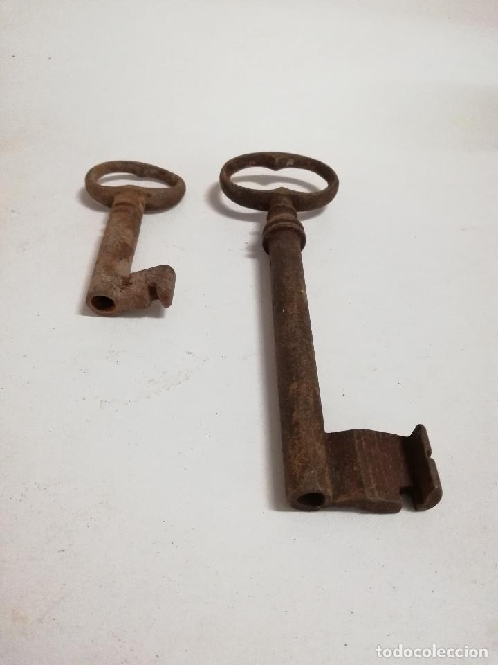 Antigüedades: Lote de dos antiguas llaves de forja de cañon hueco. S.XVIII-XIX - Foto 8 - 140012662
