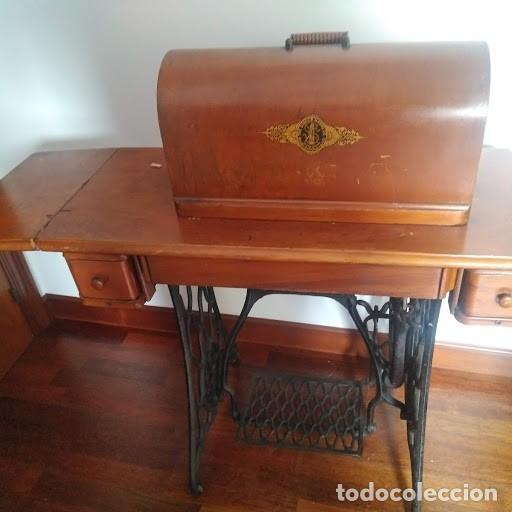 Antigüedades: Maquina de coser SINGER antigua, completa y funcionando perfectamente. - Foto 2 - 140037530