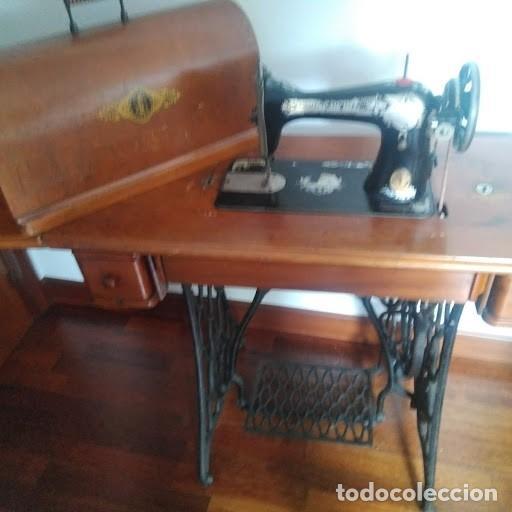 Antigüedades: Maquina de coser SINGER antigua, completa y funcionando perfectamente. - Foto 3 - 140037530