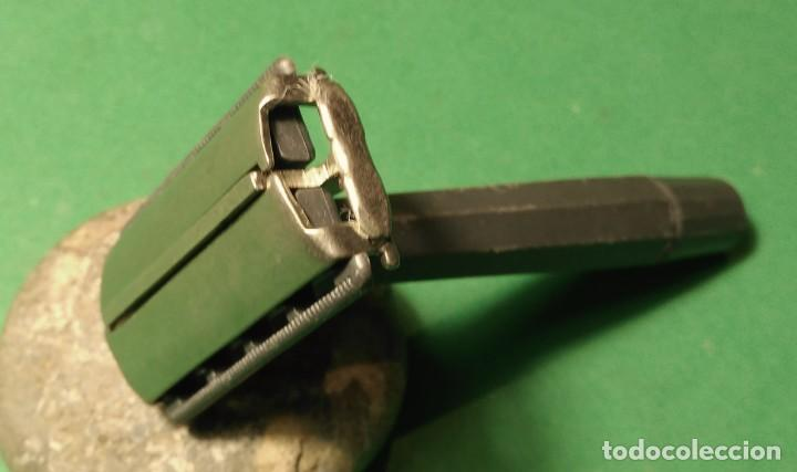 Antigüedades: BETER apertura mariposa y mango plastico Rara maquinilla afeitar, barbero ,safety razor - Foto 2 - 140049558