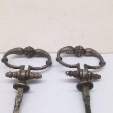 Antigüedades: TIRADORES ARTICULADOS RELIGIOSO. Lote 140090622