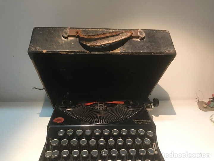 Antigüedades: Antigua máquina de escribir Remington Portable, Made in USA. Con maletín - Foto 11 - 140091333