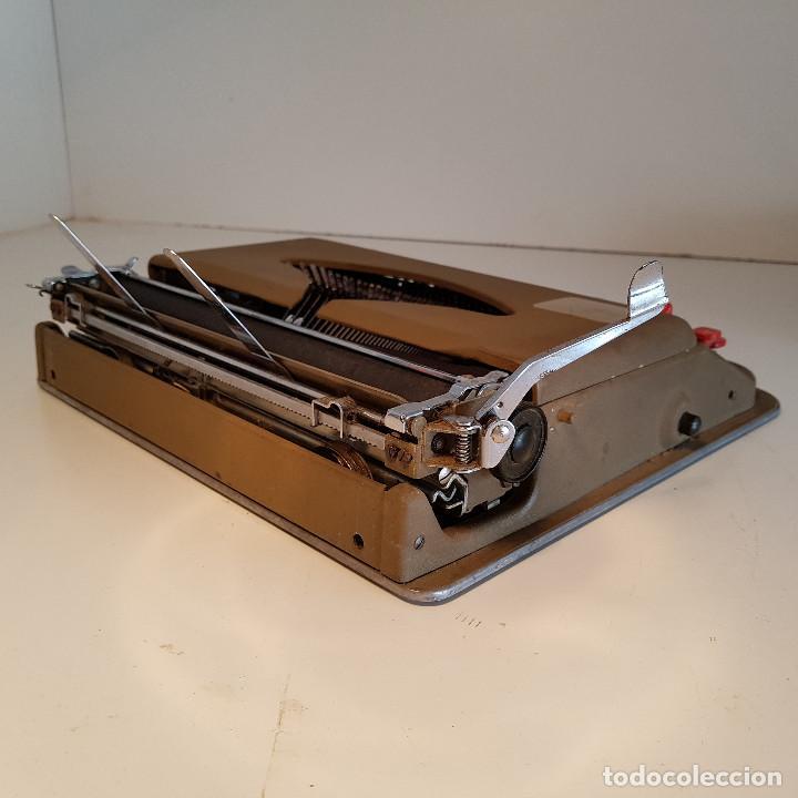 Antigüedades: Maquina de escribir, portatil, fabricada en Italia, antigua, funciona - ver video ! - Foto 5 - 140250730