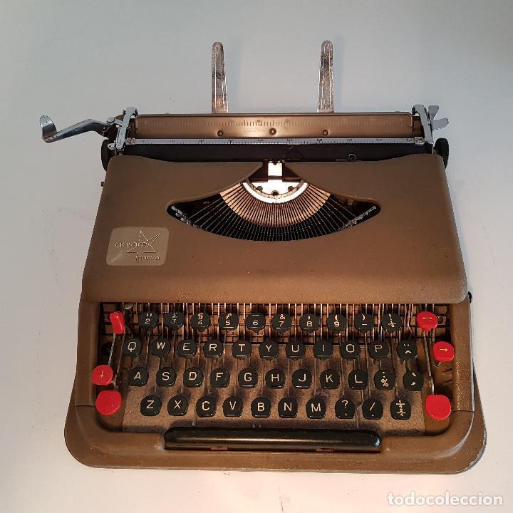 Antigüedades: Maquina de escribir, portatil, fabricada en Italia, antigua, funciona - ver video ! - Foto 8 - 140250730