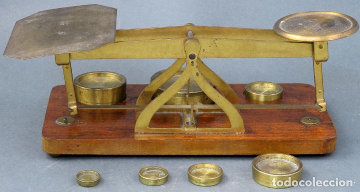 Antigüedades: Bascula balanza española postal pesar cartas correo en madera y bronce principios siglo XX - Foto 6 - 140285202