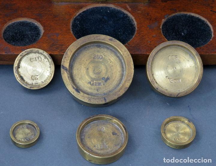 Antigüedades: Bascula balanza española postal pesar cartas correo en madera y bronce principios siglo XX - Foto 7 - 140285202