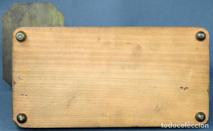 Antigüedades: Bascula balanza española postal pesar cartas correo en madera y bronce principios siglo XX - Foto 8 - 140285202