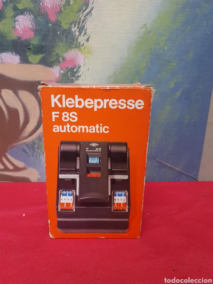 Antigüedades: Empalmadora, prensa de pegar película de super 8. Agfa f8s+caja+cinta adhesiva. Funciona - Foto 2 - 140370074